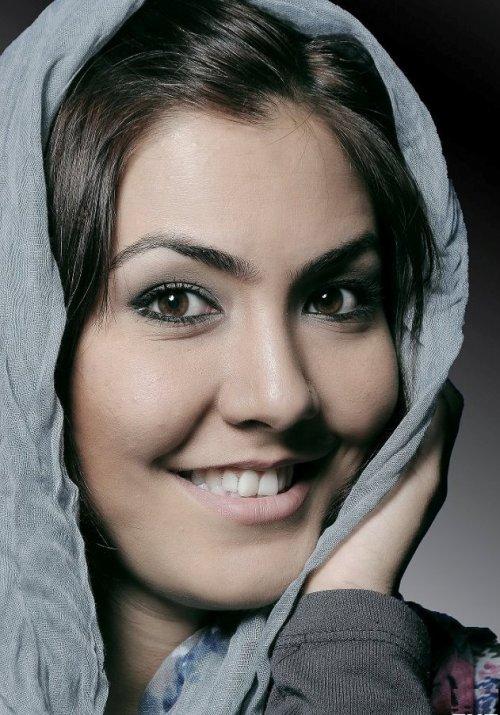 خواننده زن افغانی در لیست زیباترین ها  عکس
